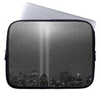 9/11、ニューヨークシティのマンハッタンスカイライン ラップトップスリーブ