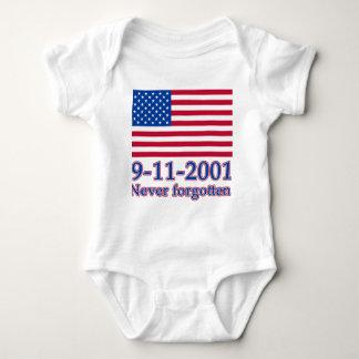 9-11-2001決して忘れられたTシャツ、ボタン ベビーボディスーツ