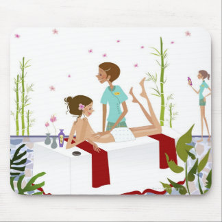 aにあっている女性をマッサージしているマッサージセラピスト マウスパッド