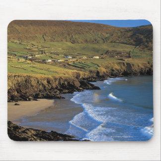 aに対して洗浄する波の空中写真 マウスパッド