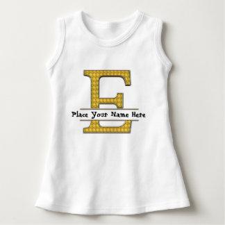 AにZのアルファベットの赤ん坊の袖なしの服 ドレス