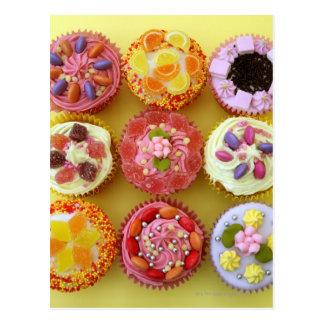 aのキャンデーと飾られる9つのカップケーキそれぞれ ポストカード