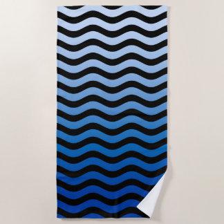 aの波状の青い縞の装飾 ビーチタオル