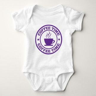 A251コーヒー時間円の紫色 ベビーボディスーツ