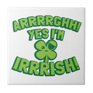 AARGHHのYES私は海賊シャムロックとアイルランド語です タイル