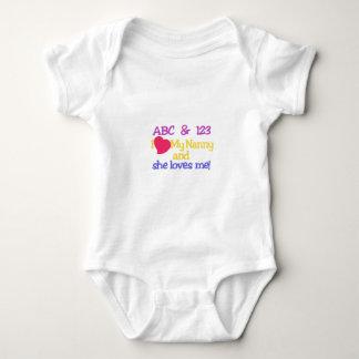 ABC及び123 Iは私の乳母及び彼女私を愛します! ベビーボディスーツ