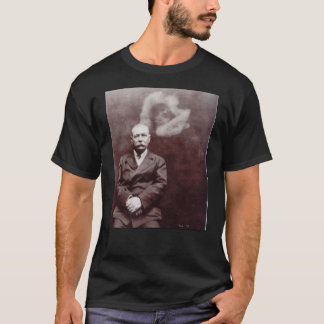 Ada Deaneによる幽霊を持つアーサー・コナン・ドイル Tシャツ