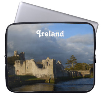 AdareアイルランドのDesmondの城 ラップトップスリーブ