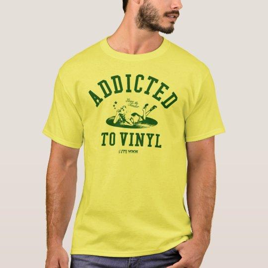 Addicted to vinyl (green) tシャツ
