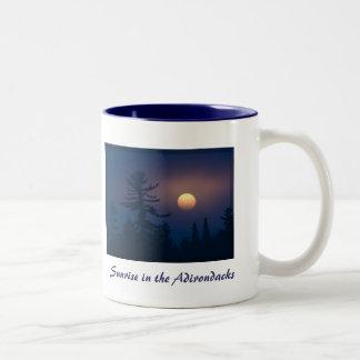 Adirondacksの日の出 ツートーンマグカップ