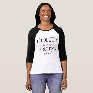 Adultingが堅いRaglanであるのでコーヒー Tシャツ