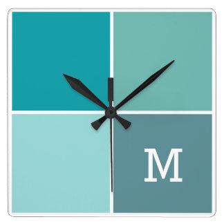 Aguaはカスタムなモノグラムの柱時計をタイルを張ります スクエア壁時計