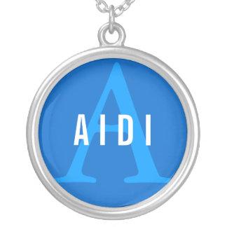 Aidiの品種モノグラム シルバープレートネックレス
