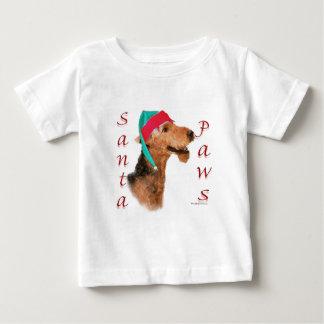 Airedaleテリアのサンタの足 ベビーTシャツ