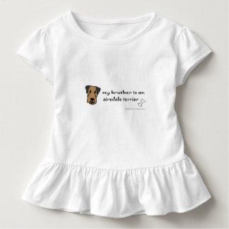 airedaleテリア-多くは繁殖します トドラーTシャツ