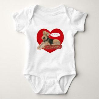 Airedale/ウェルシュテリアのバレンタイン ベビーボディスーツ