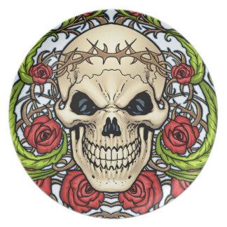 Alリオによるイバラの冠を持つスカルそしてバラ ディナー皿