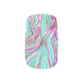 Aliaによる愛流れのネイルアートは、手ごとのデザインを選抜します ネイルアート