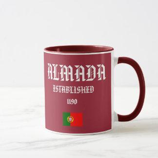 Almadaのポルトガルの頂上のマグ マグカップ