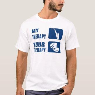 ALTOサクソフォーンのセラピーのデザイン Tシャツ