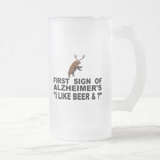 "Alzheimerの""私はの   最初印ビールを及び好みますか。"" フロストグラスビールジョッキ"