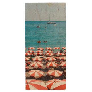 Amalfitanの海岸の傘 ウッドUSBフラッシュドライブ