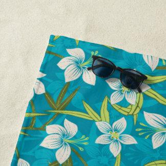 Anaina Houのハワイの熱帯花柄-ティール(緑がかった色) ビーチタオル