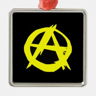 Anarchoの資本主義の黒いおよび黄色旗 シルバーカラー正方形オーナメント