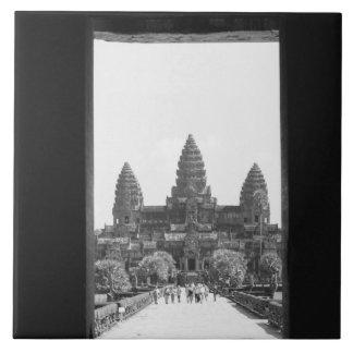 Angkorカンボジア、アンコール・ワットの戸口の眺め2 タイル