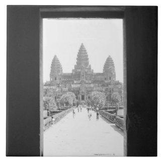 Angkorカンボジア、アンコール・ワットの戸口の眺め タイル