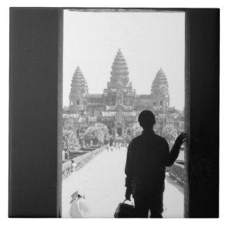 Angkorカンボジア、戸口及び人アンコール・ワット タイル