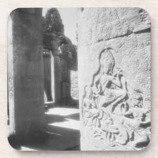 Angkorカンボジア、Bayon 2を切り分けるApsara コースター