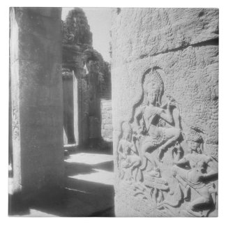 Angkorカンボジア、Bayon 2を切り分けるApsara タイル