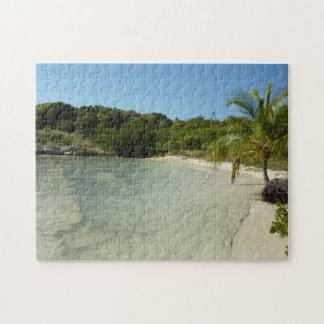 Antiguanのビーチの美しい熱帯景色 ジグソーパズル