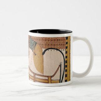 AnubisはSennedjemのミイラに出席します ツートーンマグカップ