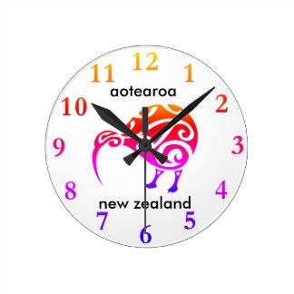aotearoaのニュージーランドのキーウィ ラウンド壁時計