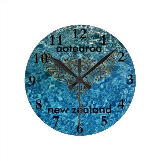 aotearoaのニュージーランドの時計のアカエイ25 ラウンド壁時計