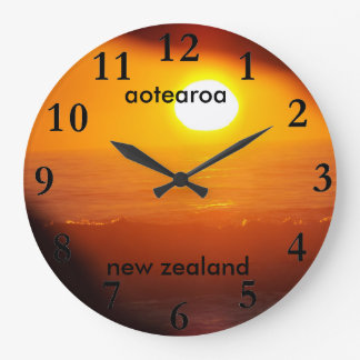 aotearoaのニュージーランドの東海岸の太陽の上昇 ラージ壁時計