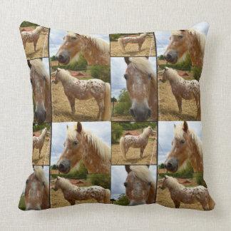 Appaloosaの馬、写真のコラージュの大きい投球のクッション クッション