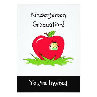 Appleの幼稚園の卒業の招待状の虫 12.7 X 17.8 インビテーションカード