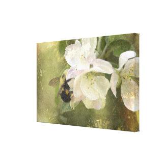 Appleの花および《昆虫》マルハナバチ キャンバスプリント