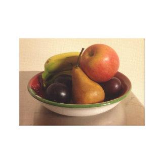 Apple、バナナ、ナシおよびプラムが付いている静物画 キャンバスプリント