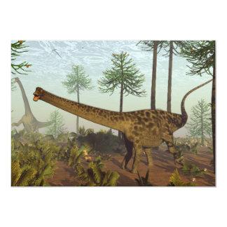araucariaの木- 3D間のディプロドクスの恐竜に関して 12.7 X 17.8 インビテーションカード