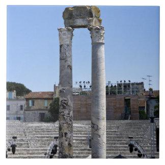 Arles、フランスのローマの劇場 タイル