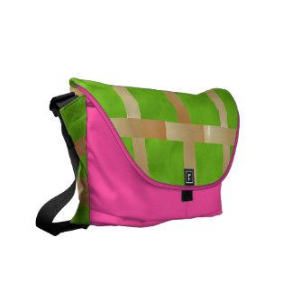 Art101薄緑の点検nのピンクの基盤 メッセンジャーバッグ