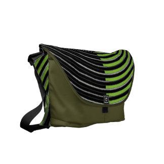 Art101 BOLLYWOODの花型女性歌手-銀製の緑の縞 メッセンジャーバッグ