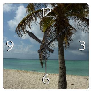 ArubanのビーチIの美しい自然場面 スクエア壁時計