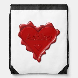 Ashley。 一流のAshleyが付いている赤いハートのワックスのシール ナップサック