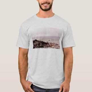 AstoriaのコラムのAstoria-Megler橋からの眺め Tシャツ