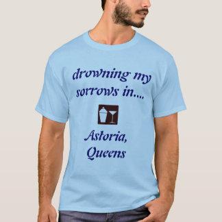 Astoria、ワイシャツを飲んでいる女王! Tシャツ